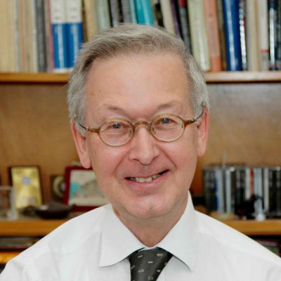 Prof Sir Colin Humphreys  awarded prestigious Queen's Medal by the …